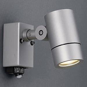 LED一体型スポットライト 人感センサー付 防雨型 非調光 ダイクロハロゲン50W相当 電球色 配光角度25° 壁付専用