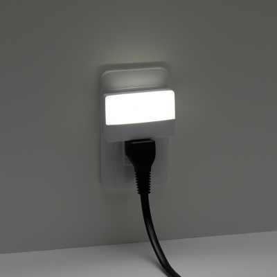 明暗センサーLEDスリムナイトライト ホワイト 2個セット 画像4