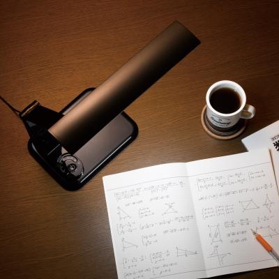 調光機能付 7W LED学習スタンド コンセント付 ブラック 画像2
