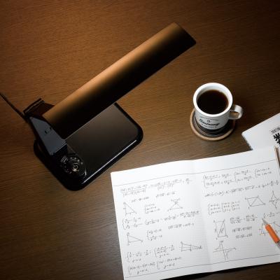 調光機能付 10W LED学習スタンド コンセント付 ブラック 画像2